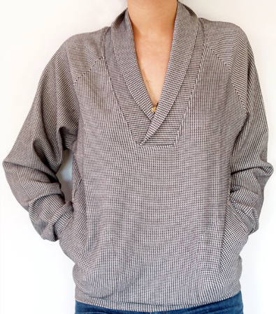 Long-sleeved thermal with side pockets, relaxed fit. Shawl collar can